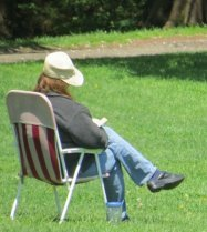 woman sitting in park, amazing gift of pictures