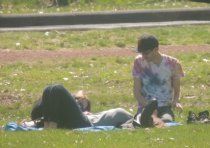 couples on picnic blanket,pictures images