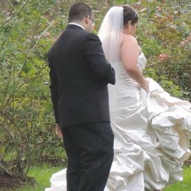 wedding couples in garden,fabulous woman gifts