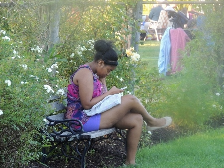 woman sitting on bench texting,love pics
