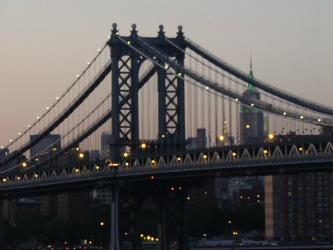 brooklyn bridge at nights, travel to nyc and walk the bridge