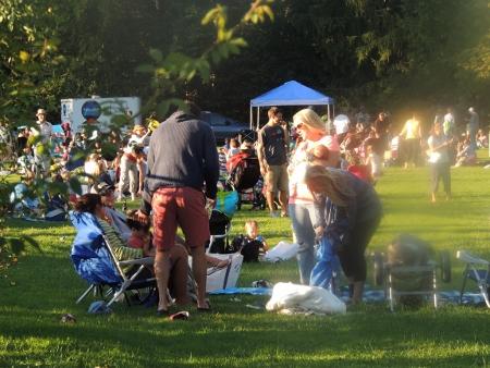 concert in elizabeth park,love displays