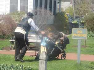 jewish father pushing stroller,child walking-images,pictures