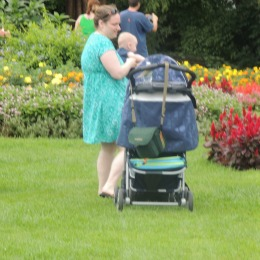 mom holding baby in garden,gifts newborn