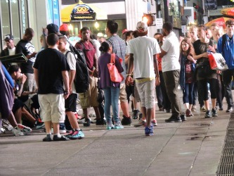 people standing inline in nyc, travel and explore Manhattan