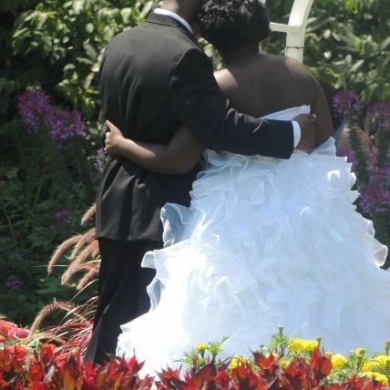 wedding couples posing in garden,wedding gifts idea